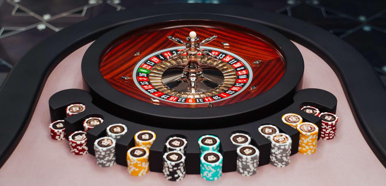 學會如何免費玩線上輪盤遊戲,並了解輪盤規則與技巧